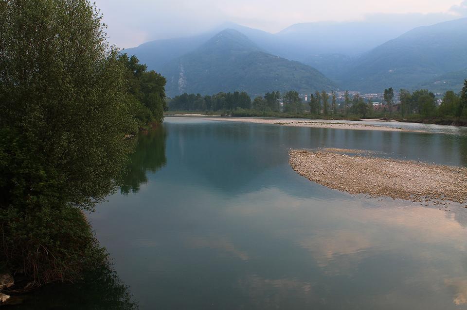 Fiume piave terre del basso feltrino for Cabine sul bordo del fiume